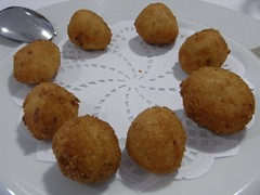 coconut(0.0), kibbeh(0.0), laddu(0.0), frikadeller(0.0), produce(0.0), dessert(0.0), croquette(1.0), fried food(1.0), buã±uelo(1.0), vegetarian food(1.0), arancini(1.0), rissole(1.0), fritter(1.0), korokke(1.0), food(1.0), dish(1.0), chicken nugget(1.0), cuisine(1.0), snack food(1.0), fast food(1.0), falafel(1.0),