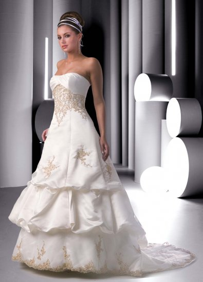 Diy wedding dress by using wedding gown pattern for Wedding dress patterns free