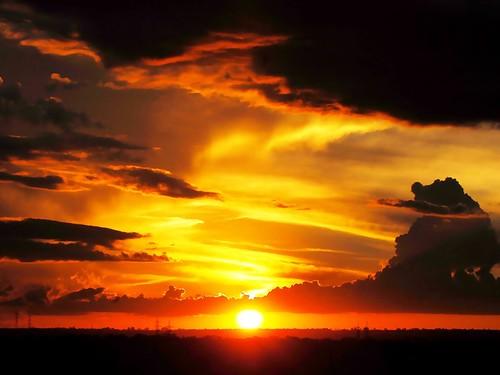 sunset brazil sky naturaleza sun sol southamerica nature brasília brasil skyline backlight clouds sunrise atardecer soleil nuvole natureza natur wolken paisaje paisagem céu pôrdosol cielo nubes cumulus nuvens 夕陽 nuvem crépuscule landschaft sonne paesaggi ocaso sonneuntergang alvorada stratus controluce anochecer anoitecer coucherdesoleil crepúsculo nascente contrallum puestadelsol americadosul cirros poente puestas fimdetarde cumulusnimbus luscofusco südamerika dramático cumulonimbusclouds nikond200 dilúculo postadelsol onlythebestare crepúsculovespertino postadosol continentesulamericano 的云彩 edisonzanatto