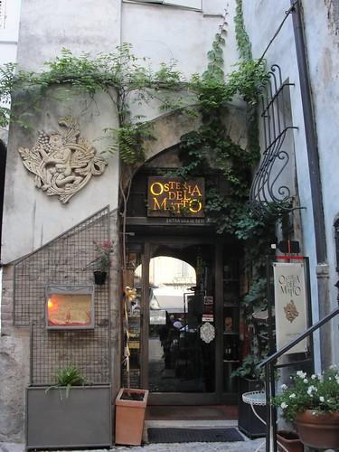Osteria del matto: [transl] barking mad's restaurant