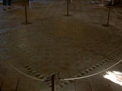 wood flooring(0.0), hardwood(0.0), concrete(0.0), floor(1.0), flagstone(1.0), tile(1.0), flooring(1.0),