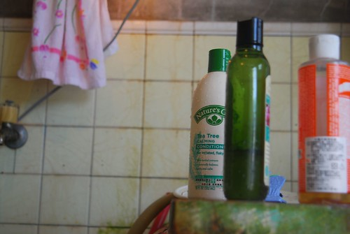 個人清潔用品、化妝品、藥物、塑膠和殺蟲劑常含有模仿荷爾蒙行為的化學物質。
