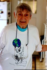 grandma joan saying goodbye    MG 1387