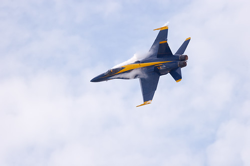 clouds flying jet aerial northdakota acrobatics condensation f18 blueangels usnavy fargo fighterjet airsho fa18a fa18ahornet strakevortices