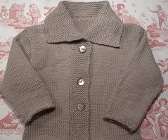 pocket(0.0), pattern(1.0), brown(1.0), wool(1.0), clothing(1.0), collar(1.0), sleeve(1.0), outerwear(1.0), woolen(1.0), sweater(1.0),