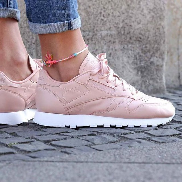 Tendance Chausseurs Femme 2017 – Sneakers femme – Reebok Classic Leather NT (©sapatostore)…