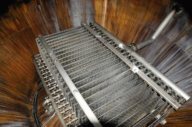 368-20090806_Aberdeenshire-Oldmeldrum-Glen Garioch Distillery-the Wash Still-steam pipes to provide heat