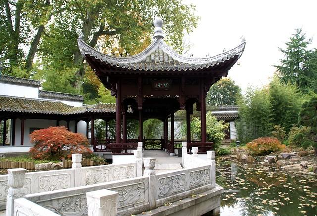frankfurt chinesischer garten spiegelpavillon und jadeg rtelbr cke chinese garden mirror. Black Bedroom Furniture Sets. Home Design Ideas