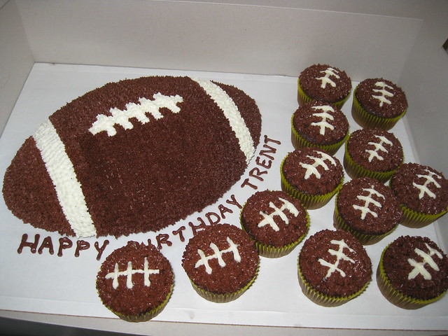 Football Themed Cakes http://www.flickr.com/photos/cakecreationsbyshelly/4097324482/