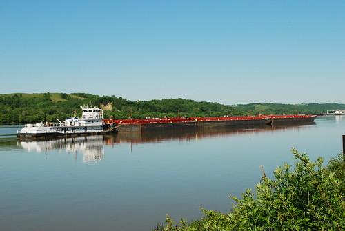 barge ohioriver towboat chilo clermontcounty rivertransportation chilolock34park