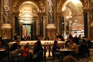 Cafetería bajo la cúpula