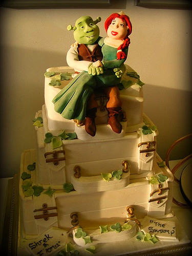 shrek-and-fiona-wedding-cake-topper