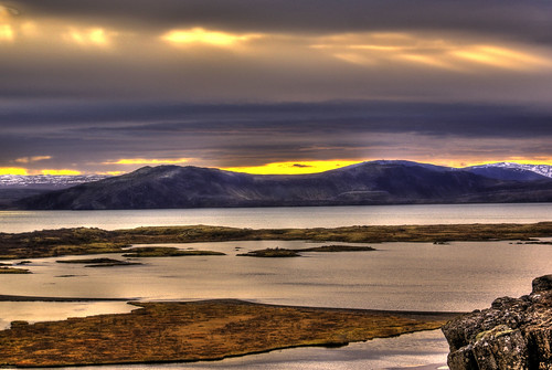 Lake sunset (Thingvellir) - Iceland