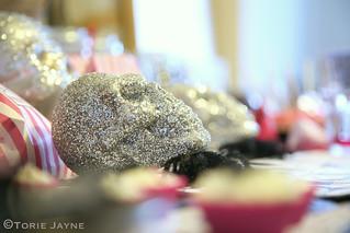 Halloween table - Glitter skulls