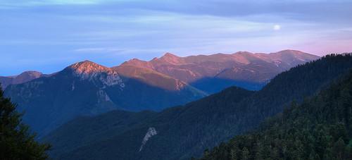 sunset shadow moon france lune soleil coucher ombre montains pyrénées montagnes sigma1850f28 450d canoneos450d
