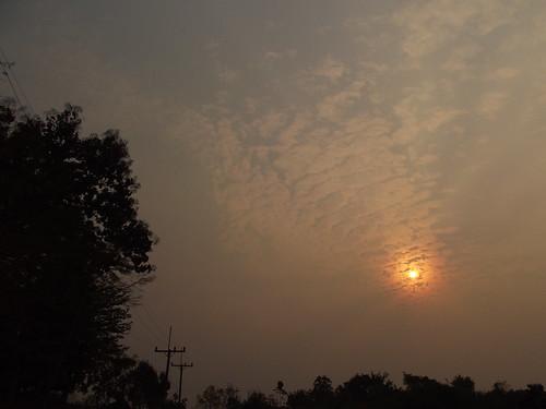 sun clouds thailand skies pollution rays chiangrai wiangkaen