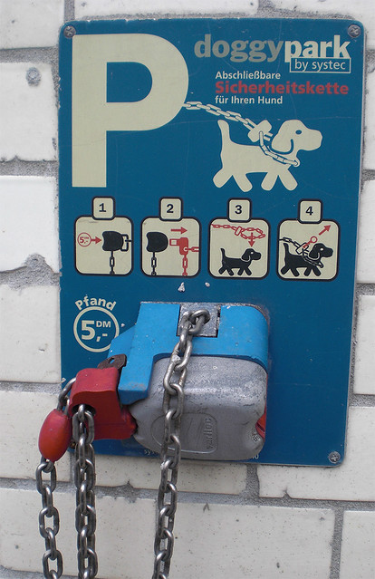 hunde parkplatz doggy park flickr photo sharing. Black Bedroom Furniture Sets. Home Design Ideas