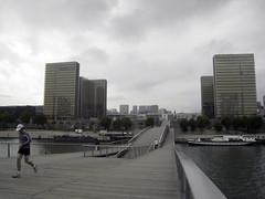 Le Joggueur, le Pont et les Tours