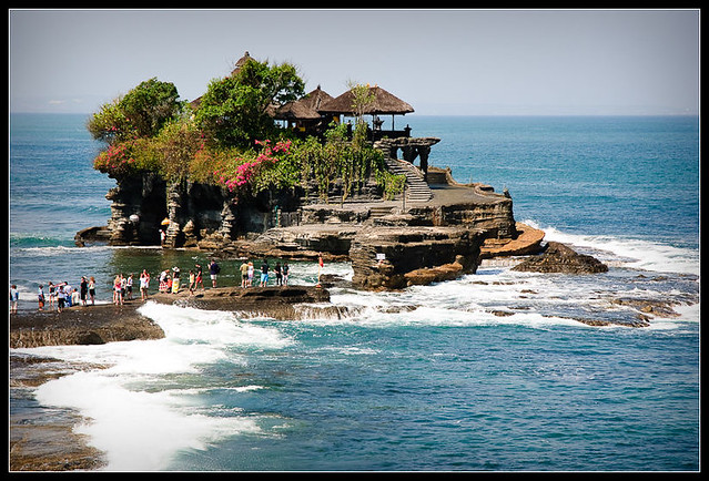 Pura Tanah Lot by CC user dielis on Flickr