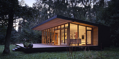 Holiday home modern house design in small space live for Holiday house plans