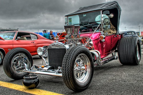 halloween geotagged skeleton nc nikon charlotte northcarolina haunted spooky concord hdr cms carshow topaz lowesmotorspeedway goodguys charlottemotorspeedway photomatix tonemapped d80 dougjohnson topazadjust southeasternnationals geo:lat=35352425 geo:lon=80681958 bigjohnsonphotoblogspotcom