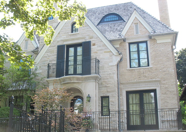 Indiana limestone coursing indiana limestone surrounds for Limestone homes designs