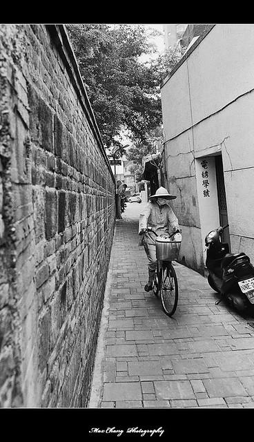 20090823 ~黑白底片隨拍 05/25 之【小巷】