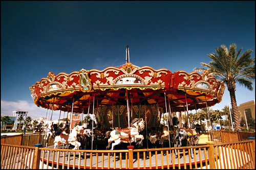 CAROUSEL IN WIDE ANGLE