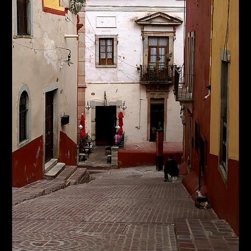 street mexico town cafe medieval guanajuato calzada outdoorcafe utehagen uteart theauthorsplaza