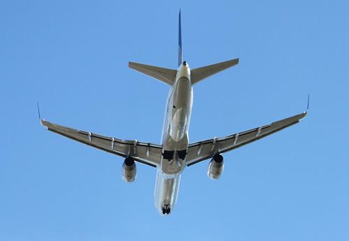 Continental Airlines_Boeing 757_Birmingham Airport_Jun11