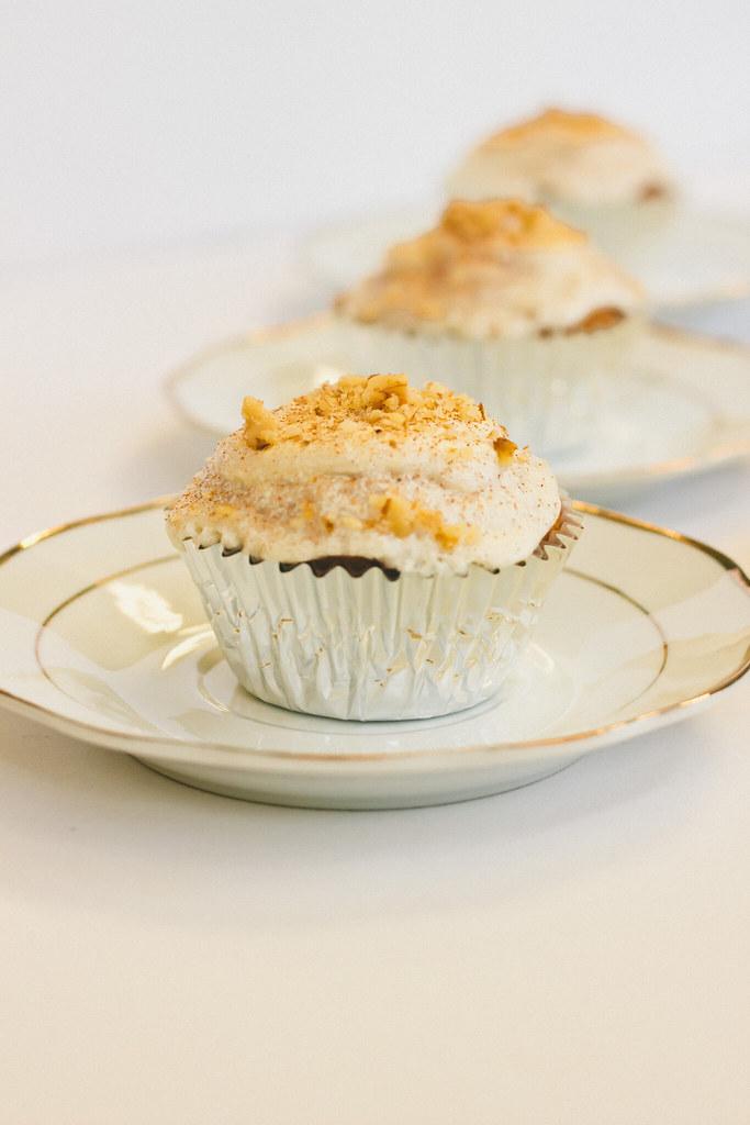 {maple-honey cupcakes} via chevrons & éclairs