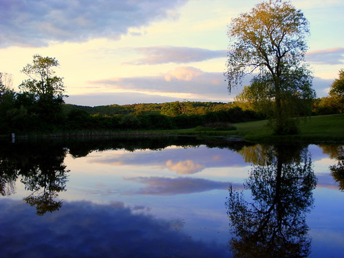 blue sunset white color reflection green water yellow evening spring pond connecticut newengland torrington eastcoast newhartford