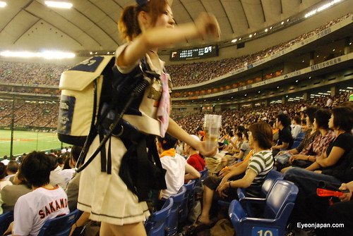 Photo:Beer girl at Giants vs Yakult Baseball game By:eyeonjapan.com