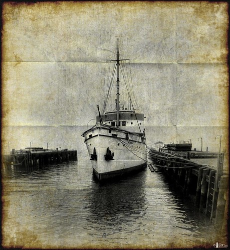canada docks boat novascotia nikond70s halifax textured cs3 halifaxharbor vertorama niksfilters theacadia