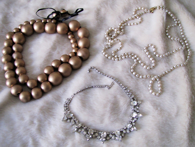 Pearls And Rhinestones To Put On A Wedding Cake