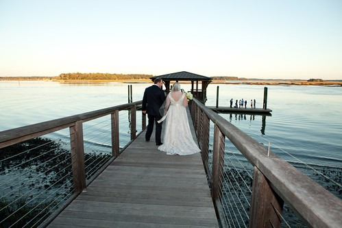 wedding portrait water docks photography groom bride photographer bluffton palmettobluff