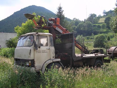camió Ebro E110 amb grua a Camprodon (Girona)