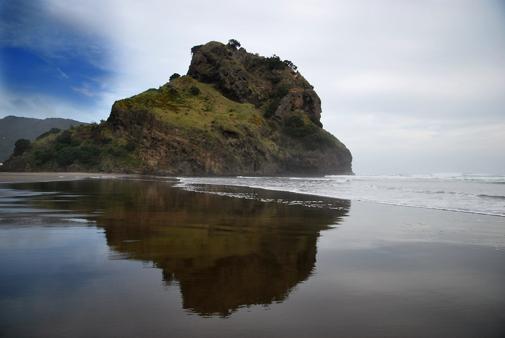 Piha Beach - Auckland - North Island - New Zealand