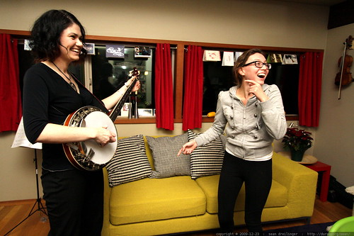 yes megan, your big sister can play banjo!