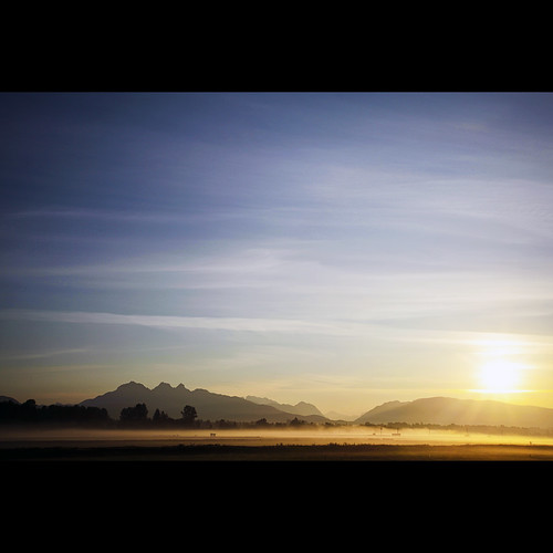 morning mist mountains sunrise dawn britishcolumbia explore frontpage langley morningmist goldenears canonef1740mmf40lusm kvdl