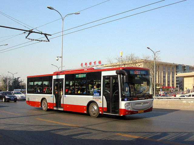 [Buses in Beijing]福田欧V Foton AUV BJ6123C7C4D <HEV> 北京公交集团 BPT #88295 Front-right at Baishiqiao East