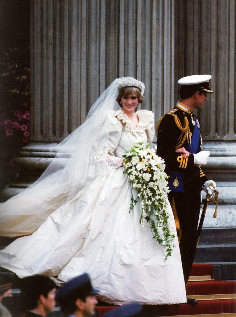PRINCESS DIANA S WEDDING DRESS