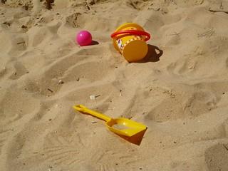Изображение Praia dos Olhos de Água вблизи Albufeira. sea sun beach portugal kids children bucket sand spade