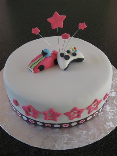Xbox Birthday Cake http://www.flickr.com/photos/thebeesnees/3982700493/