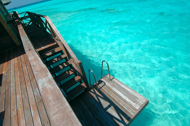 Swim-up plattform with private stair access to the lagoon