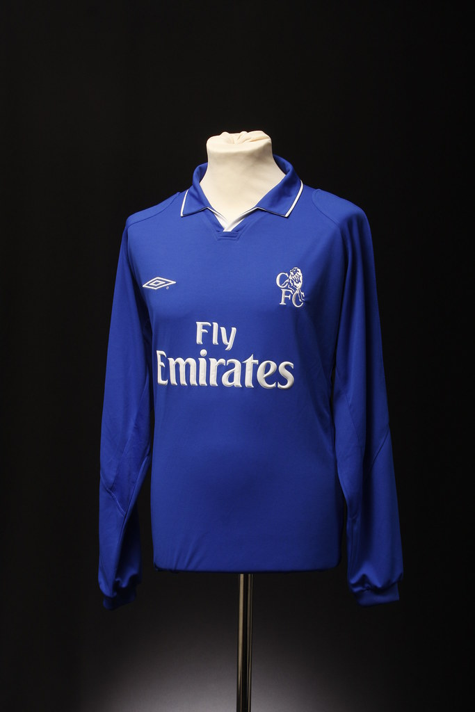 factory authentic 5a0fc 8a522 Chelsea Football Shirt (Home, 2001-2004)   This football shi ...