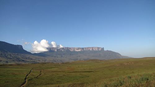 blue sky trekking tour view venezuela sunny santaelena mtroraima guianahighland