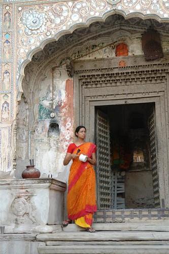 """En un viaje por India comprar un sari y usarlo no es tan mala idea, ... es además un gran souvenir del viaje para la vuelta a casa. Precauciones y tips en viajes a países y zonas """"culturalmente diferentes"""" - 4069660084 28e022488e - Precauciones y tips en viajes a países y zonas """"culturalmente diferentes"""""""