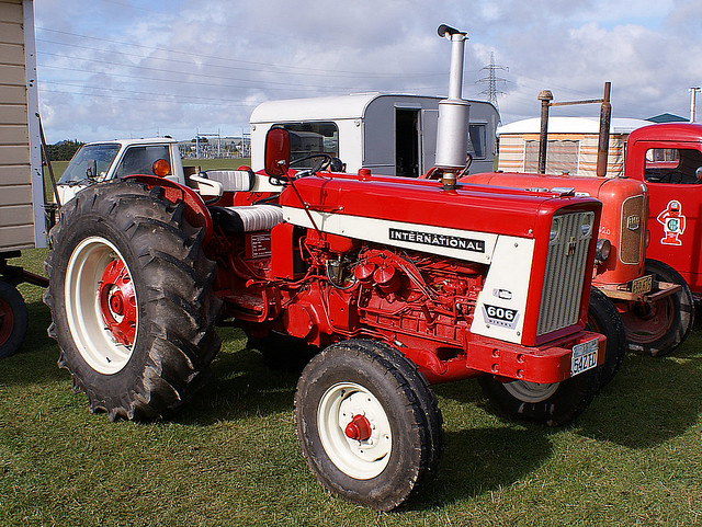 B Bb Z on 606 International Tractor
