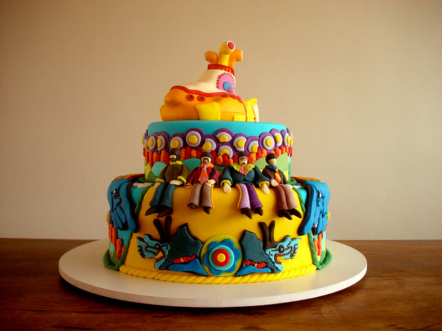 Bolo Yellow Submarine (Yellow Submarine Cake) - Capa da revista CAKE DESIGN (Cover of the CAKE DESIGN MAGAZINE!)